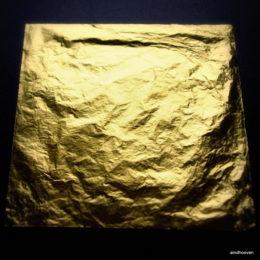 23,4 karat gold foil 85x85mm
